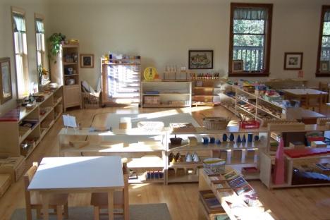 Montessori Classroom via Peaceful Pathways Montessori